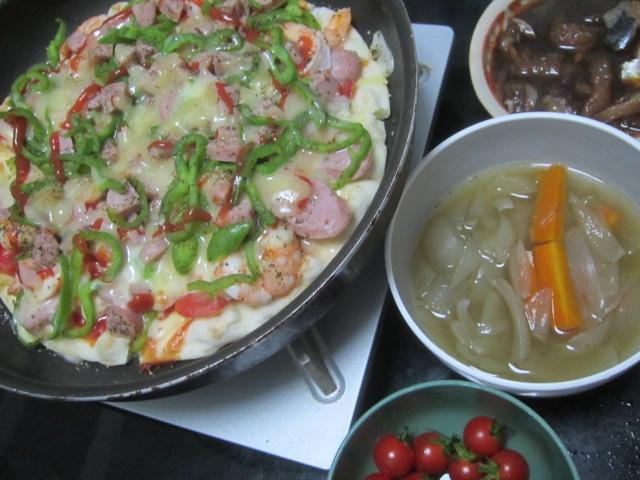IMG 0254 - ミニトマトを大量買いしたのでサラダとピザとスープで頂きます