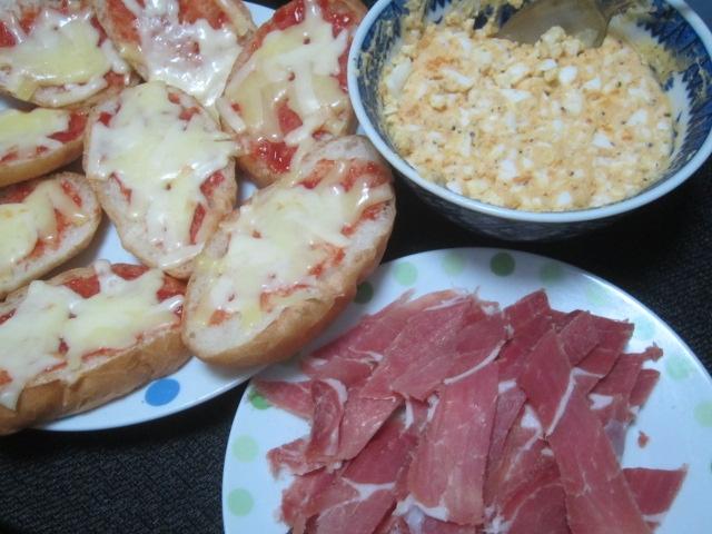 IMG 0398 - たっぷり卵フィリングと生ハムをクッペピザに載せて