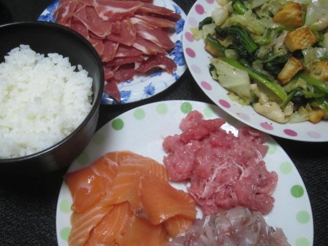 IMG 0400 - 和歌山県産のマグロ中落ちとアジ&サーモン刺身にレタスの炒め物
