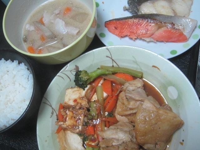 IMG 0524 - 鮭と鰆の切り身と豚汁とタコ頭ロール