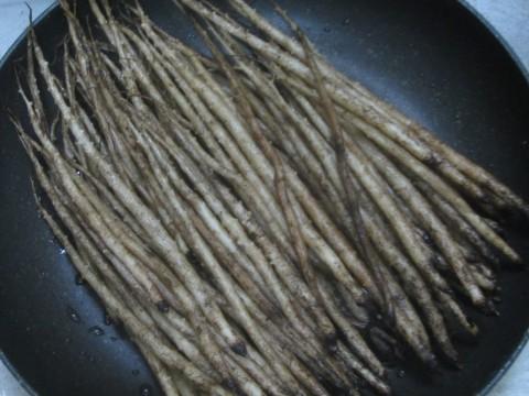 IMG 0099 480x360 - 山ゴボウを梅酢で漬けて干してみた