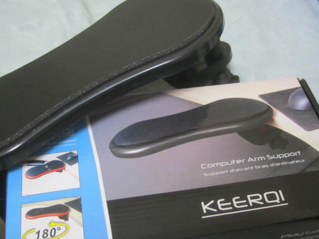 IMG 0013 - 通販でPC用のアームレストの一番安いヤツ購入して使ってみました