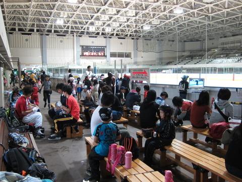 15c76b4d s - 夏休み期間の月寒体育館でスケート