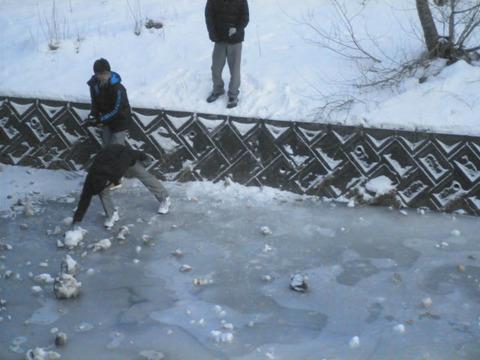 1d7c5040 s - 北海道の冬の生活06 ~川が凍った!~