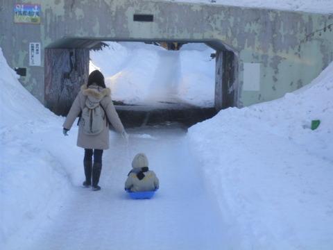 538be6d3 s - 北海道の冬の生活10 ~ツララとソリ~