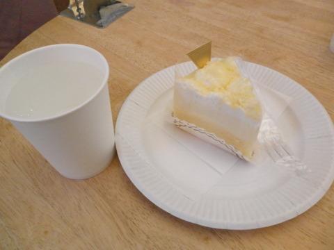 6512da2d s - 小樽観光05 ~カマボコ/チーズケーキ/魚介類~