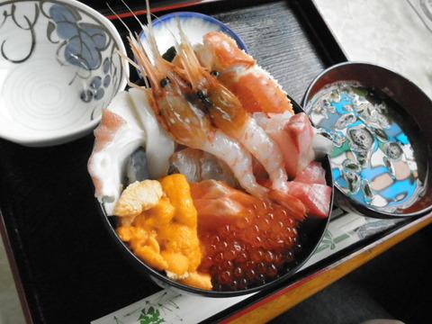 b8c6a017 s - 札幌場外市場の「魚屋の台所」でお昼ご飯
