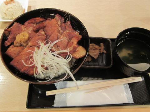 d629caff s - 阿寒の豚丼(ロース) / ブルックスカレー食堂
