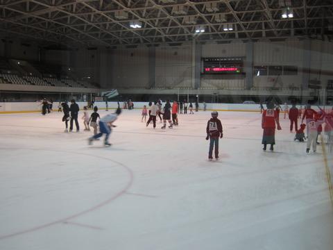 e8975887 s - 夏休み期間の月寒体育館でスケート